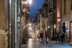 Grupo en la noche (ccc.39) Tags: asturias oviedo calle nocturna grupo gente urbana ciudad noche people night street city urban