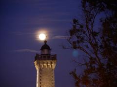 (An Arzhig) Tags: phare lune nuit ouest moon finistère roscoff bretagne france panasonic lumix gx800