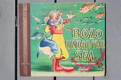 Bozo Under The Sea Book And Record ( Capitol 1948 ) (Donald Deveau) Tags: bozo record bookandrecord bozounderthesea vinyl album clown