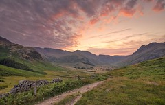 Langdales Last Light (Captain Nikon) Tags: greatlangdale langdales valley thelakedistrict thelakedistrictnationalpark natiionalpark northwest cumbria england greatbritain mountains bowfell landscapebeauty landscapephotography nikonphotography nikon sunset sundown drystonewall