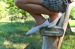V piškotech na výletě (039) (Merman cvičky) Tags: balletslippers ballettschläppchen ballet slipper ballerinas slippers schläppchen piškoty cvičky ballettschuhe ballettschuh punčocháče pantyhose strumpfhosen strumpfhose tights collants medias collant socks nylons socken nylon spandex elastan lycra