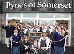For all those local to Somerset we are having a taster day at Pyne's of Somerset in Bridgwater tomorrow (Saturday) we hope to see you there #rugeronis #sauces #taste www.rugeronis.com (Rugeronis - Simply Amazing Flavours) Tags: rugeronis bbq asado meat recipes food relish pasta argentina parrilla grill