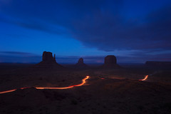 Monument Valley (Yek Huang) Tags: monument valley arizona utah navajo national park longexposure night sunset nikon d4s 1424 monumentvalley magichour