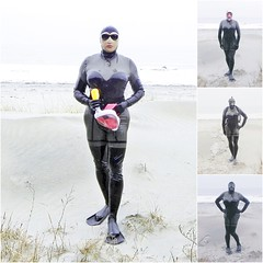 play around with masks on the beatch (Gabriela Brown) Tags: latex rubber gummi girl woman lady frogwoman catsuit outdoor outside fullencloesed heavyrubber mask gasmask gasmaske beatch strand meer ostsee diving tauchen taucherin frau black flossen sand