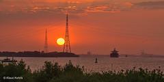 An der Elbe - 05061803 (Klaus Kehrls) Tags: sonnenuntergang landschaft natur elve schiffe abend