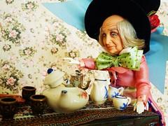 DSCN2313 (kreata_musateka) Tags: alice wonderland madhatter mad hatter doll tea teaparty dormouse carroll mattel
