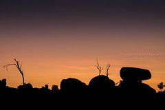 """Australian sky above the Devils Marbles (Mario Graziano) Tags: davenport northernterritory australia au nofilter nofilterneeded nofilters """"south autralia"""" glendambo """"stuart highway"""" """"national highway 87"""" a87 cielo sky sunset dawn dusk twilight silhouette """"karlu karlu"""" """"devils marbles"""" silhouettephotography"""
