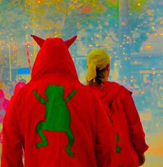 Els diables (Felipe Sérvulo) Tags: diablos festa fiesta sunset humo smoke chispas fuego fire rojo red verde green amarillo yellow new holiday rana frog colours colores color panasonic fz200 dmcfz200 ƒ35 226 mm 1320 400 castelldefels