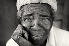 Malawi, old lady (Dietmar Temps) Tags: lady woman culture ethnic ethnie ethnology face naturallight oldlady outdoor people portrait streetphotography tradition traditional 50mm blackandwhite africa afrika afrique remotevillage streetlife malawi dedza lilongwe chewa natgeofacesoftheworld
