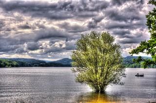 Les pieds dans l'eau , la tête dans les nuages ( Sliders Sunday) ( Lac de Pannecière ,Morvan , Nièvre ,Bourgogne)