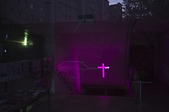 . (Le Cercle Rouge) Tags: paris france croix cross 75016 rueerlanger church église purpledream darlness light