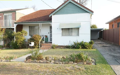 9 Avisford St, Fairfield NSW 2165