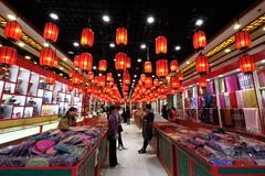 XE3F1172 - Por los alrededores de la Calle Quianmen – Walking around Qianmen Street (Enrique Romero G) Tags: qianmen street qianmenstreet pekín beijing china fujixe3 fujinon1024