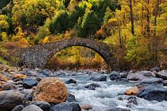 Puente de los Peregrinos (juanmzgz) Tags: canfranc huesca aragón españa puente caminodesantiago ríoaragón pirineos jaca otoño