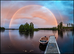 Regnbågen (Jonas Thomén) Tags: regnbåge rainbow double dubbel panorama brygga jetty boat båt lake sjö regn rain sky himmel clouds moln evening kväll sunset solnedgång island ö hdr