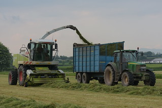 Claas Jaguar 890 SPFH filling a Eureka Trailer drawn by a John Deere 6520 Tractor