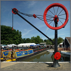 Braunston Marina (Jason 87030) Tags: marina vida view scene crane wheel mechanism mechanics engineering boats color colour bluesky braunston event june 2018 northants northamptonshire canal hook chains chain uk england new summer weather water