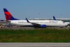 N3736C (Delta Airlines) (Steelhead 2010) Tags: b737800 yyz boeing b737 deltaairlines nreg n3736c