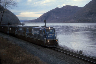 CR B23-7 1915 and 1911 south bound near West Point NY, Jan 4, 1998