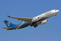Oman Air Airbus A330-243 A4O-DA LHR 30-06-18 (Axel J. ✈ Aviation Photography) Tags: omanair airbus a330 a4oda lhr london heathrow luftfahrt fluggesellschaft flughafen flugplatz aircraft aeroplane aviation airline airport airfield 飞机 vliegtuig 飛機 飛行機 비행기 авиация самолет תְעוּפָה hàngkhông avion luchtvaart luchthaven avião aeropuerto aviación aviação aviones jet linienflugzeug vorfeld apron taxiway rollweg runway startbahn landebahn outdoor planespotter planespotting spotter spotting fracht freight cargo