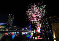 Final fireworks || Vivid 2018 (David Marriott - Sydney) Tags: sydney newsouthwales australia au nsw vivid 2018 fireworks sofitel darling harbour cockle bay oracle liquid fantastic ocean