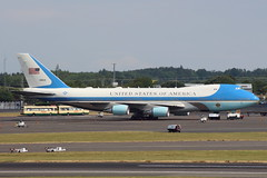 Air Force One (92-9000) (Fraser Murdoch) Tags: air force one united states usaf vc25 vc25a 742 747 b747 b742 andrews afb prestwick airport stansted glasgow turnberry donald trump president potus aircraft aviation presidential transport sam45 sam 45 c32 929000 928000 blue gold white kingdom scotland canon eos 650d fraser murdoch