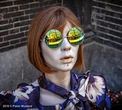 Nieuwe Bril? (Pieter Musterd) Tags: pop paspop mannequin etalagepop sunglassen zonnenbril noordeinde pietermusterd musterd canon pmusterdziggonl nederland holland nl canon5dmarkii canon5d denhaag 'sgravenhage thehague lahaye