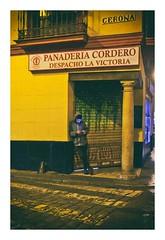 lumière bleue (Marie Hacene) Tags: séville sevilla espagne andalousie rue street téléphone boutique nuit night