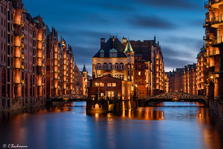 Blue hour at the water castle in Hamburg (Wasserschlösschen)