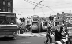 Manic Muntplein (railfan3) Tags: amsterdam muntplein 1975 openbaarvervoer amsterdamsetrams amsterdamtrams gvb611 gvb muntplein1975 oudesporensituatie publictransport touringcars amsterdamse amsterdams vintagetrams classictrams grijzetrams greytrams retrotrams verkeerssituatie streetcars streetscene straatbeeld straatplaat trams beijnestrams trolleys tram tramcars transport tramway triebwagen trammaterieel trammetjes tramstellen tramtracks tramwegmaterieel transportation trolley strassenbahnwagen strasenbahn strasenbahnwagen verkeer traffic heavytraffic citycentreamsterdam verkeersdrukte stadsdrukte nederlandse nederland lijn4 3ggeledetrams