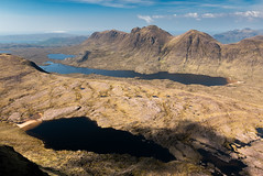 Baosbeinn, Loch Toll nam Biast, Loch a Bhealaich, Shieldaig Forest (Joe Hayhurst) Tags: 2018 highlands joehayhurst landscape lumix scotland summer torridon baosbeinn mountain shieldaig