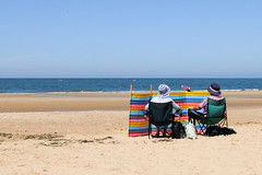Summer Breeze (ho_hokus) Tags: 2018 brancaster fujix20 fujifilmx20 norfolk norfolkcoast beach windbreak sand sea water hat chair view coast coastline summerbreeze summer sunshine