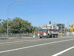 Edco Truck 7-5-18 (1) (Photo Nut 2011) Tags: california garbagetruck trashtruck sanitation wastedisposal waste truck garbage junk trash refuse sandiego edco sanmarcos m445