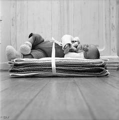 . (Film_Fresh_Start) Tags: 6x6 argentique carlzeissplanar75mm35 kodaktrix400 moyenformat naissance rolleiflex35fk4f tlr film nb bw childhood enfance bébé baby fairepart