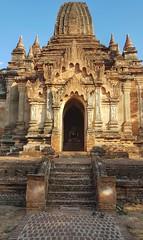 20180601_171324-01 (World Wild Tour - 500 days around the world) Tags: myanmar birmaia longneck long neck giraffa loikaw inle lake landscape sunrise sunset stupa gold temple cave nature tempio oro autostop hitchihhing