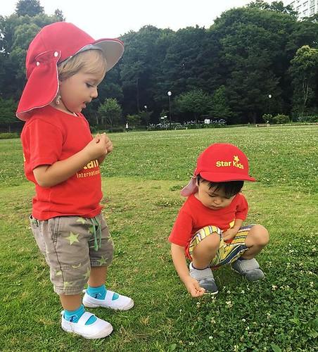 Playing with new friends is always the best! 💕 #daycare #preschool #kindergarten #tokyo #international #park #friends #保育園 #幼稚園 #公園 #お友だち #東京 #港区 #芝公園 #インターナショナルスクール