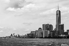 Hudsun Bay (antoniomolitierno) Tags: usa manhattan newyork hudson mare sea ocean grattacielo skyscraper nuvole clouds cielo sky acqua water barca boat nave canon eos 760d