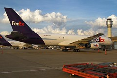 N977FD FedEx Express 757-236 in KCLE (GeorgeM757) Tags: n977fd 757236 fedexexpress fedex kcle clevelandhopkins georgem757 aircraft alltypesoftransport aviation airport boeing canon ramp gbnsd