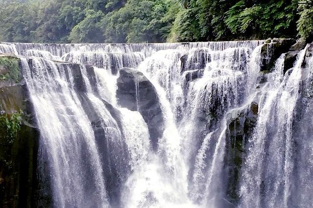 十分瀑布(台北人気観光地)