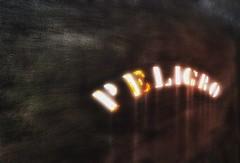 PELIGRO (FOTOS PARA PASAR EL RATO) Tags: letras cdmx texturas peligro letreros calles