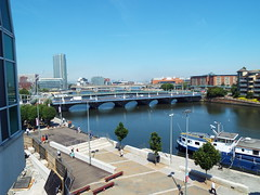 Heatwave hits Belfast - June 2018 (sean and nina) Tags: belfast city centre heat wave june 2018 summer streets buildings people persons candid public outdoor outside shops pavements road tourists tourism cith hall sun sunshine hot warm temperature shade street performers musicians view water river lagan architecture