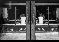 coniecturas (magicoda) Tags: italia italy magicoda foto fotografia venezia venice veneto bw persone people maggidavide davidemaggi passione passion voyeur candid bianco nero white black 2018 wife upskirt tourists donna woman long scarpe shoe barefoot gambe legs classic friends street art mirrorless fuji fujifilm x100 x100t coppia couple miniskirt sit linee lines specchio mirror speculare bar ristorante trattoria dorsoduro toletta reflexion menu coniecturas latino doppio double