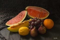 Bodegón de frutas (Guillermo de Baskerville) Tags: frutas melón sandía higos brevas limon uvas naranja