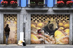 Emily Read (Thethe35400) Tags: artderue arteurbano arturbain arturbà arteurbana calle grafit grafite grafiti graffiti graffitis graff mural murales muralisme plantilla pochoir stencil streetart schablone stampino tag urbanart wall ours ourson bear soportar oso bär orso urso animal féroce nounours