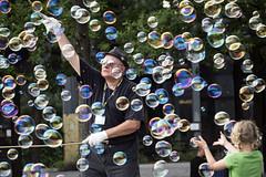 Bubbles 9 (MLopht | Dortmund) Tags: sony alpha 6300 landschaftspark duisburg photoadventure pa photo adventure foto reise messe seifenblasen bubbles menschen streetphotography streetfotografie a6300 ilce6300 landschaftsparkduisburg sonyalpha6300