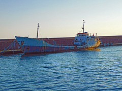 18063000973battello (coundown) Tags: genova battello porco panorama scorci barca barche navi lanterna spiagge viste pilota pilot