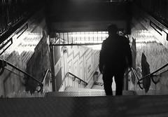 En la noche (carlos_ar2000) Tags: hombre man noche night silueta silhouette subte subterraneo subway metro escaleras stairs plazademayo buenosaires argentina
