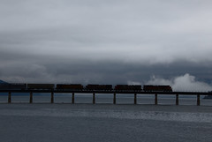 BNSF 8795 SD70ACe Manifest Crosses Lake Pend on an Eerie Morning (Ray C. Lewis) Tags: bnsf train railroad lake pend water bridge clouds winter burlingtonnorthernsantafe idaho sandpointe pacific northwest
