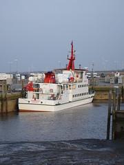 Spiekeroog I (Oli-unterwegs) Tags: spiekeroog i 1 schiff ship nordsee norddeutschland neuharlingersiel neu wasser water hafen schiffe fähre wohnwagen windrad wohnmobil vw t3
