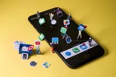 apps installation... (Antonio Iacobelli (Jacobson-2012)) Tags: miniatures app installation figurines iphone smartphone bari nikon d850 nikkor 60mm macro oni